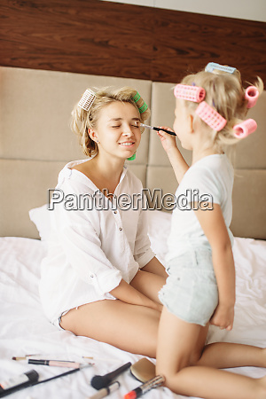 daughter, makes, a, funny, makeup, to - 28061724