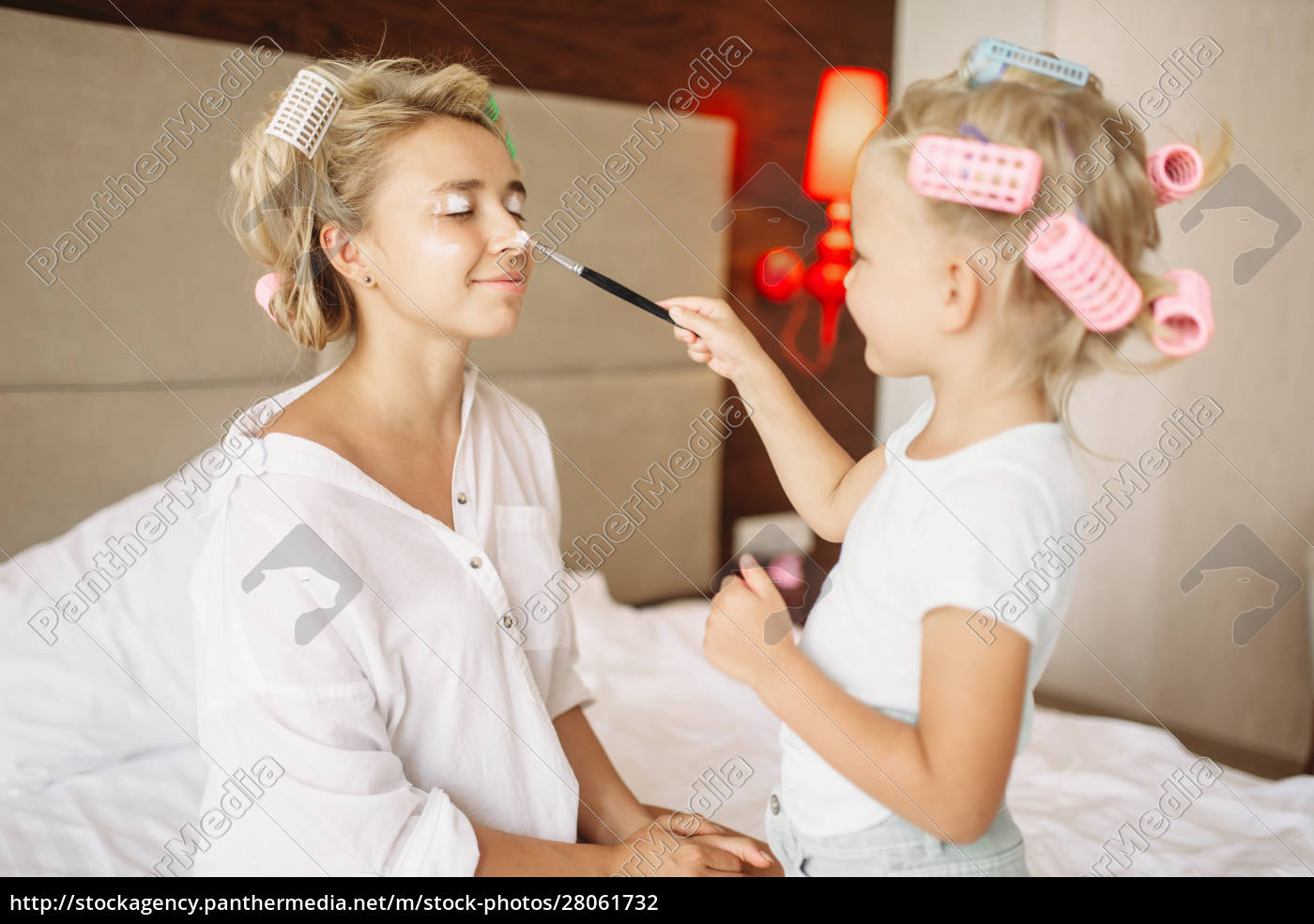 daughter, makes, a, funny, makeup, to - 28061732