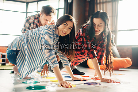 group, of, students, playing, twister, game - 28061679