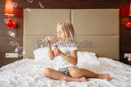 little, girl, lying, in, bed, and - 28061778