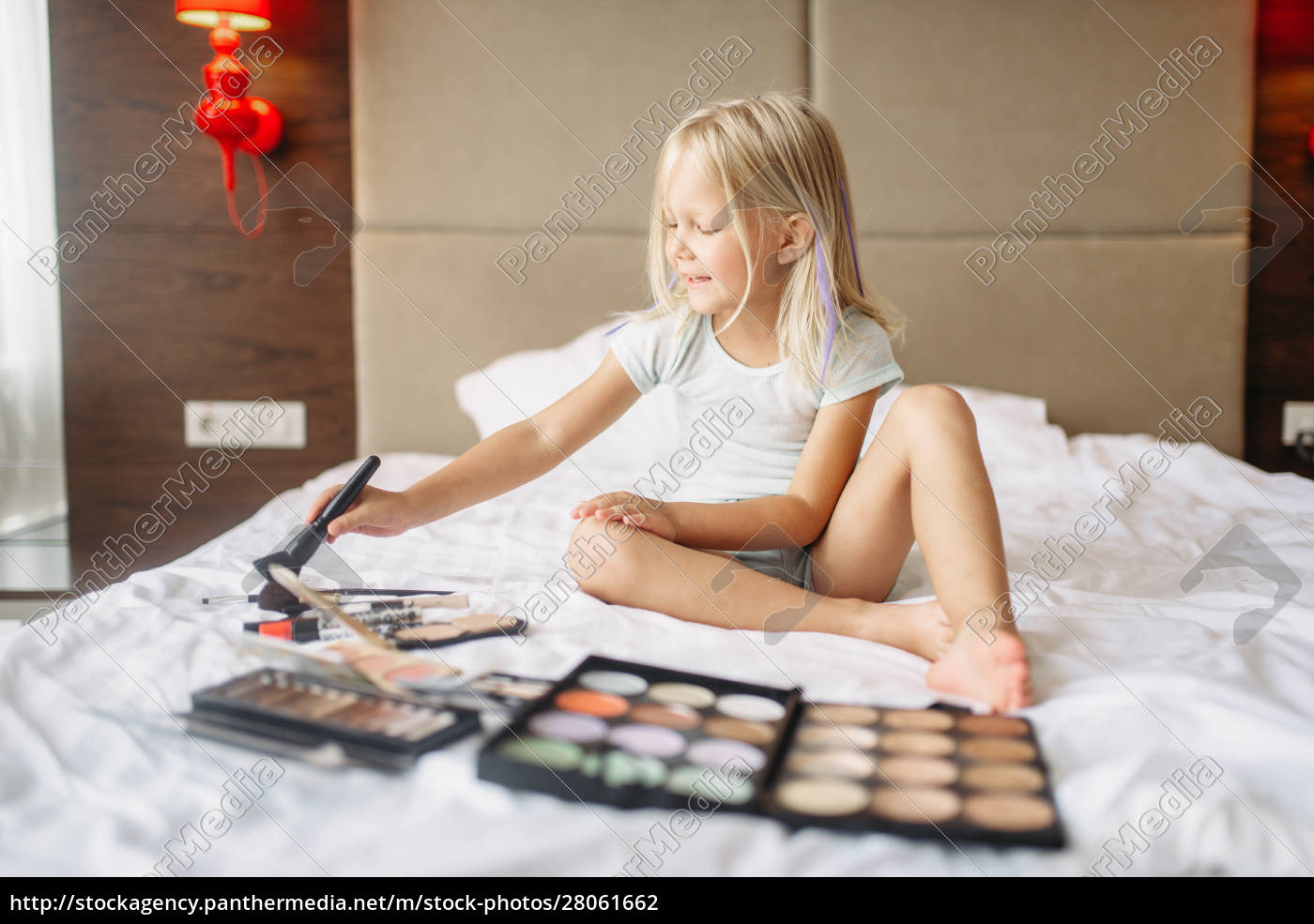 little, girl, playing, with, moms, makeup - 28061662