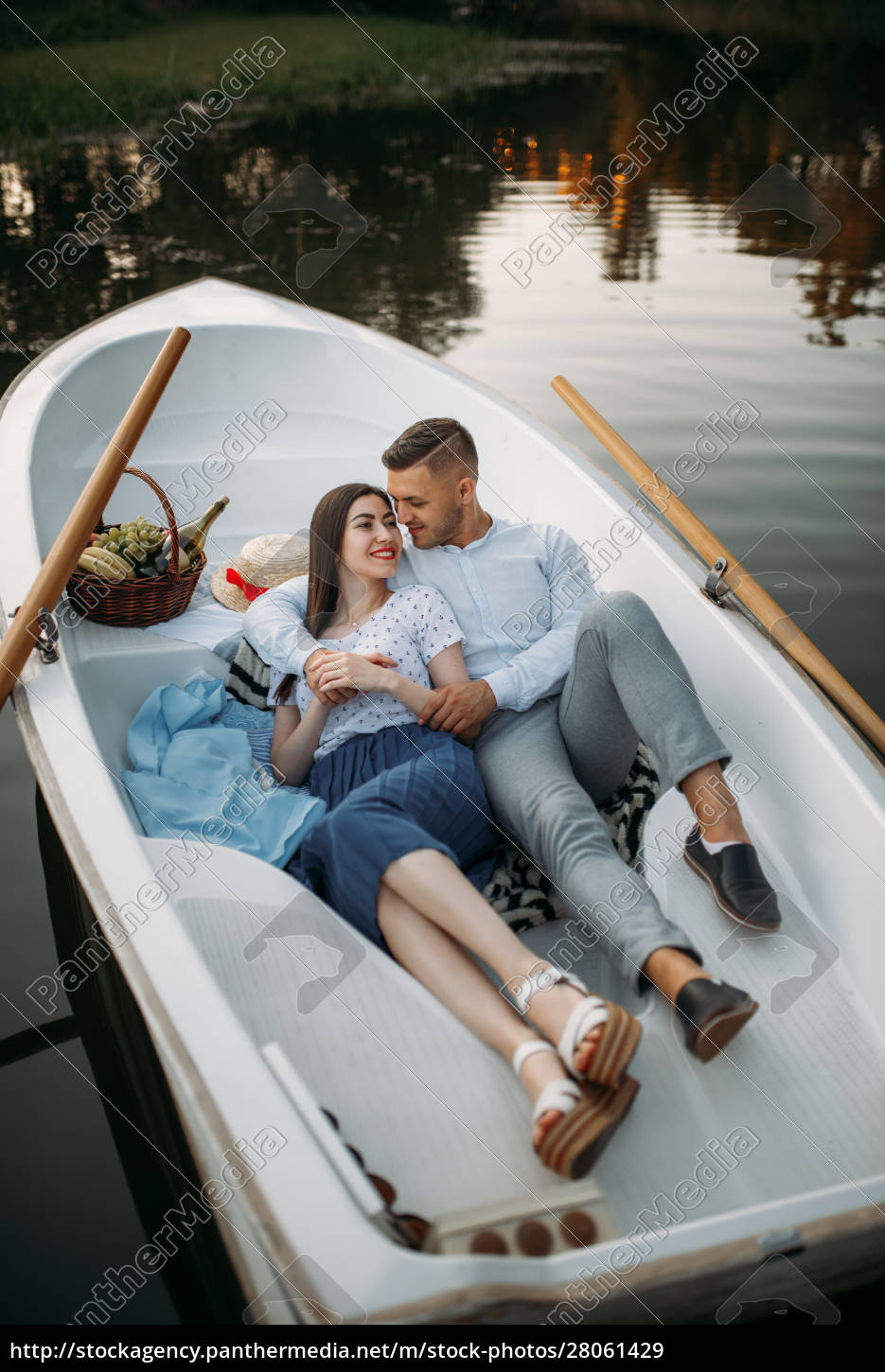 love, couple, lying, in, a, boat - 28061429