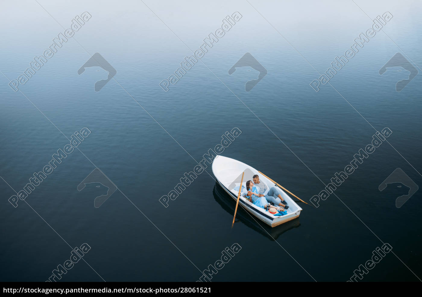 love, couple, lying, in, a, boat - 28061521