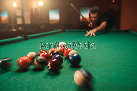 man, hits, a, pyramid, in, billiards. - 28061904