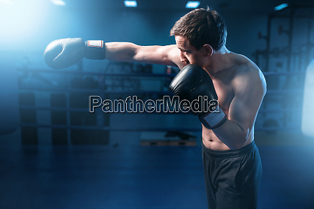 muscular, boxer, in, black, gloves, training - 28061520
