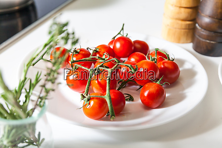 products, on, the, table - 28061914