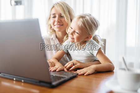 smiling, mother, and, child, uses, laptop - 28061437