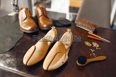 shoemaker tools footwear repair service nobody