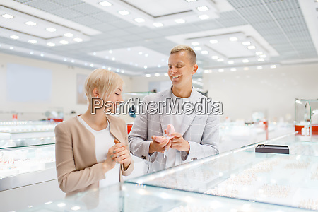 couple buying gold decoration in jewellery