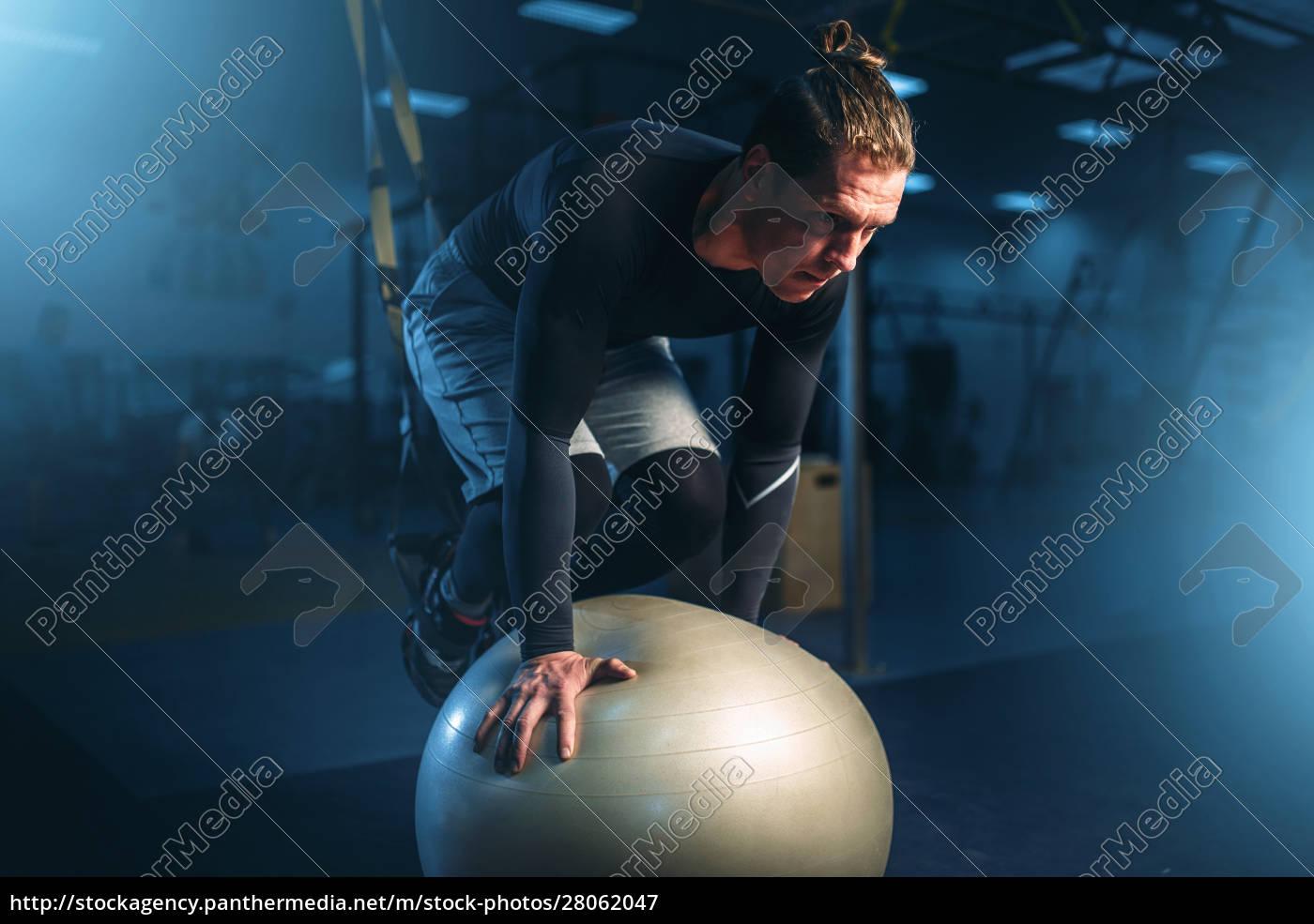 athletic, man, on, training, , balance, workout - 28062047