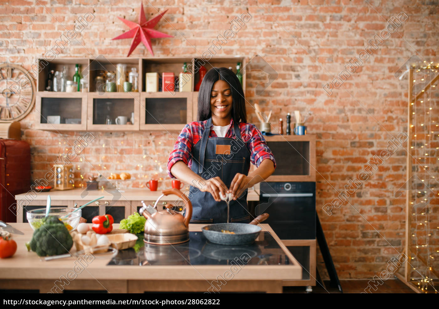 black, female, person, cooking, fried, eggs - 28062822
