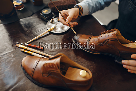 bootmaker, with, brush, tints, shoes, , footwear - 28062725