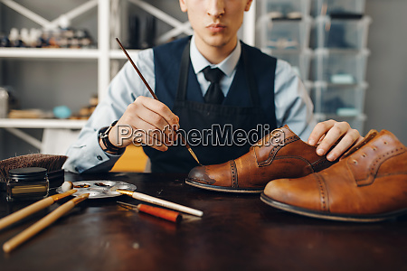 bootmaker, with, brush, tints, shoes, , footwear - 28062746