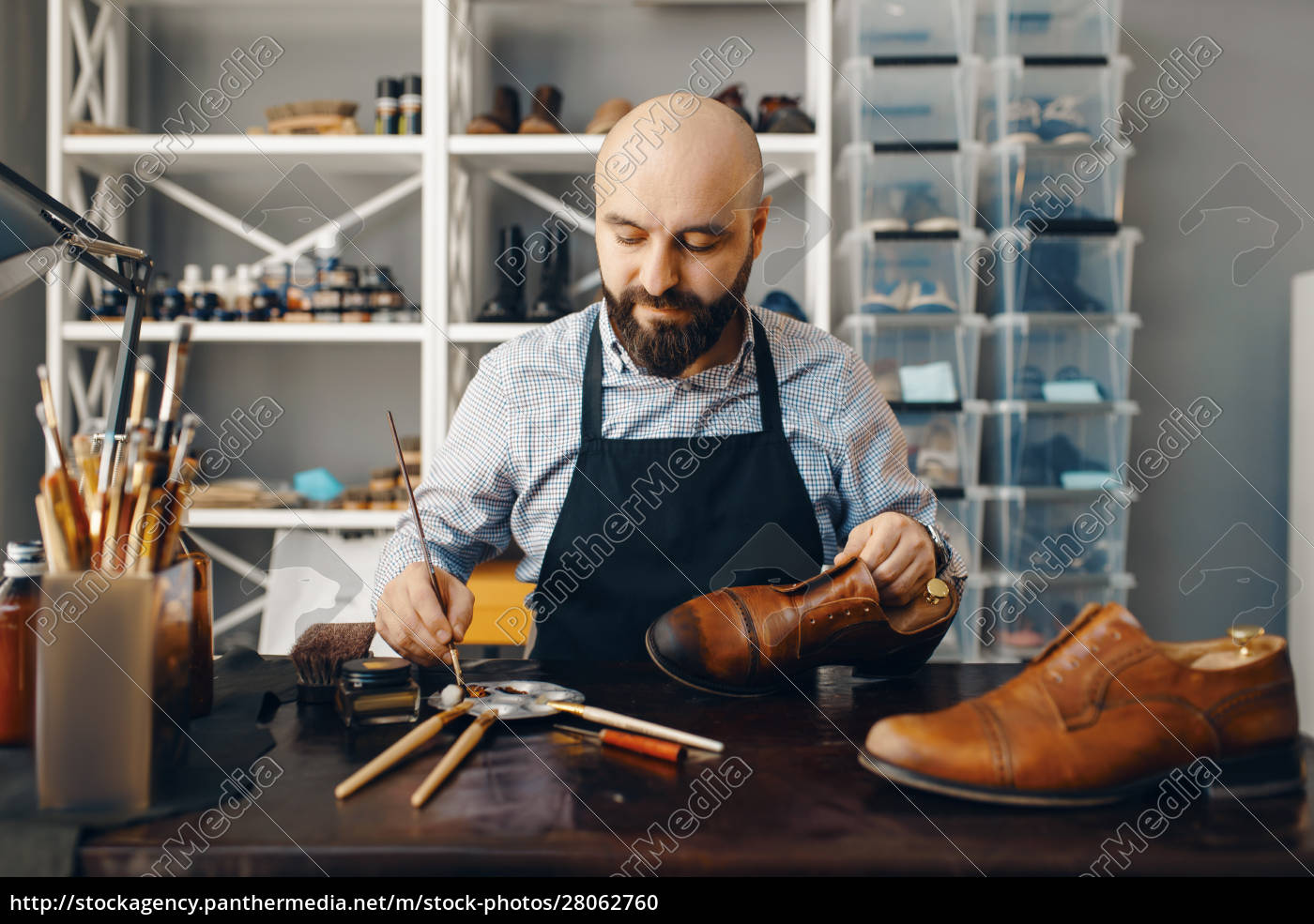 bootmaker, with, brush, tints, shoes, , footwear - 28062760