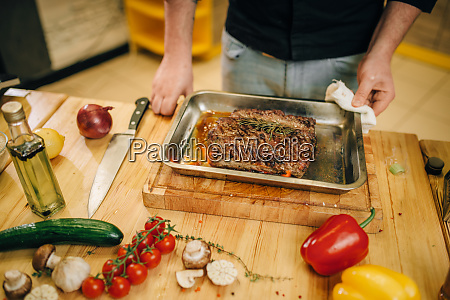 chef, at, the, pan, with, roasted - 28062585