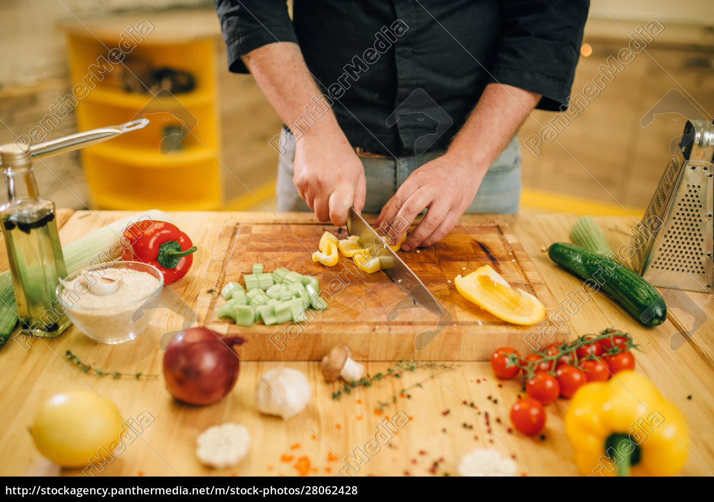 chef, hands, with, knife, cuts, yellow - 28062428