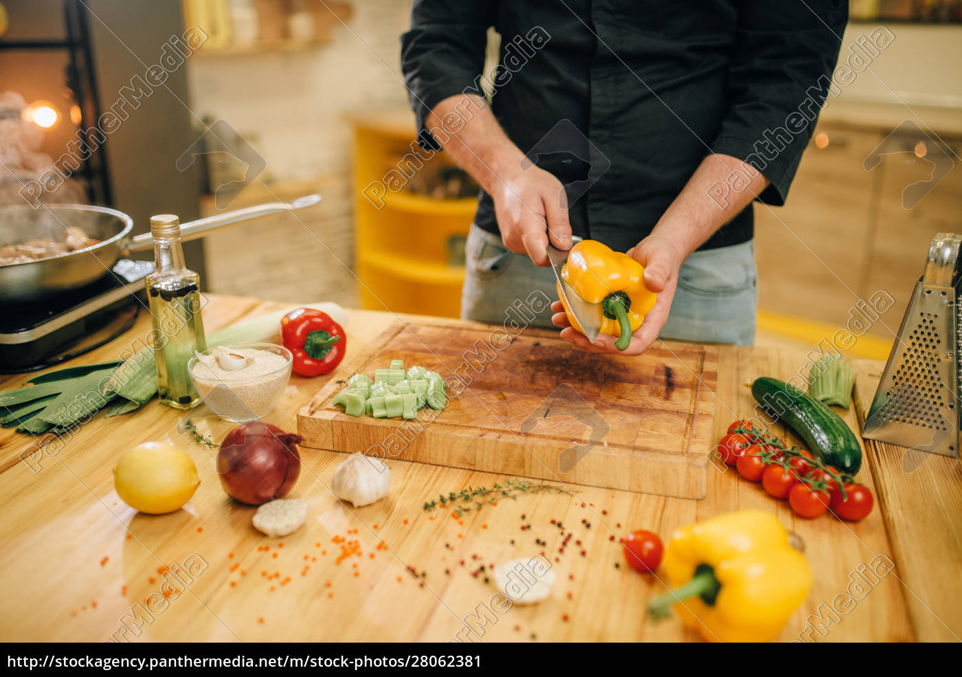 chef, with, knife, cuts, yellow, pepper - 28062381