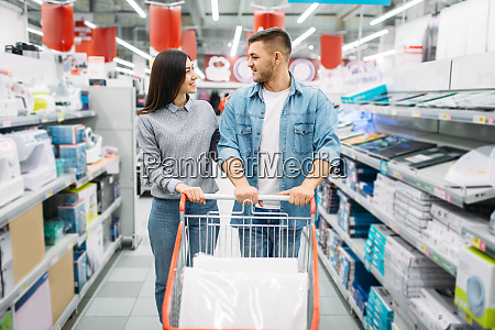couple, with, cart, in, a, supermarket, - 28062699