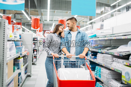 couple, with, cart, in, a, supermarket, - 28062707