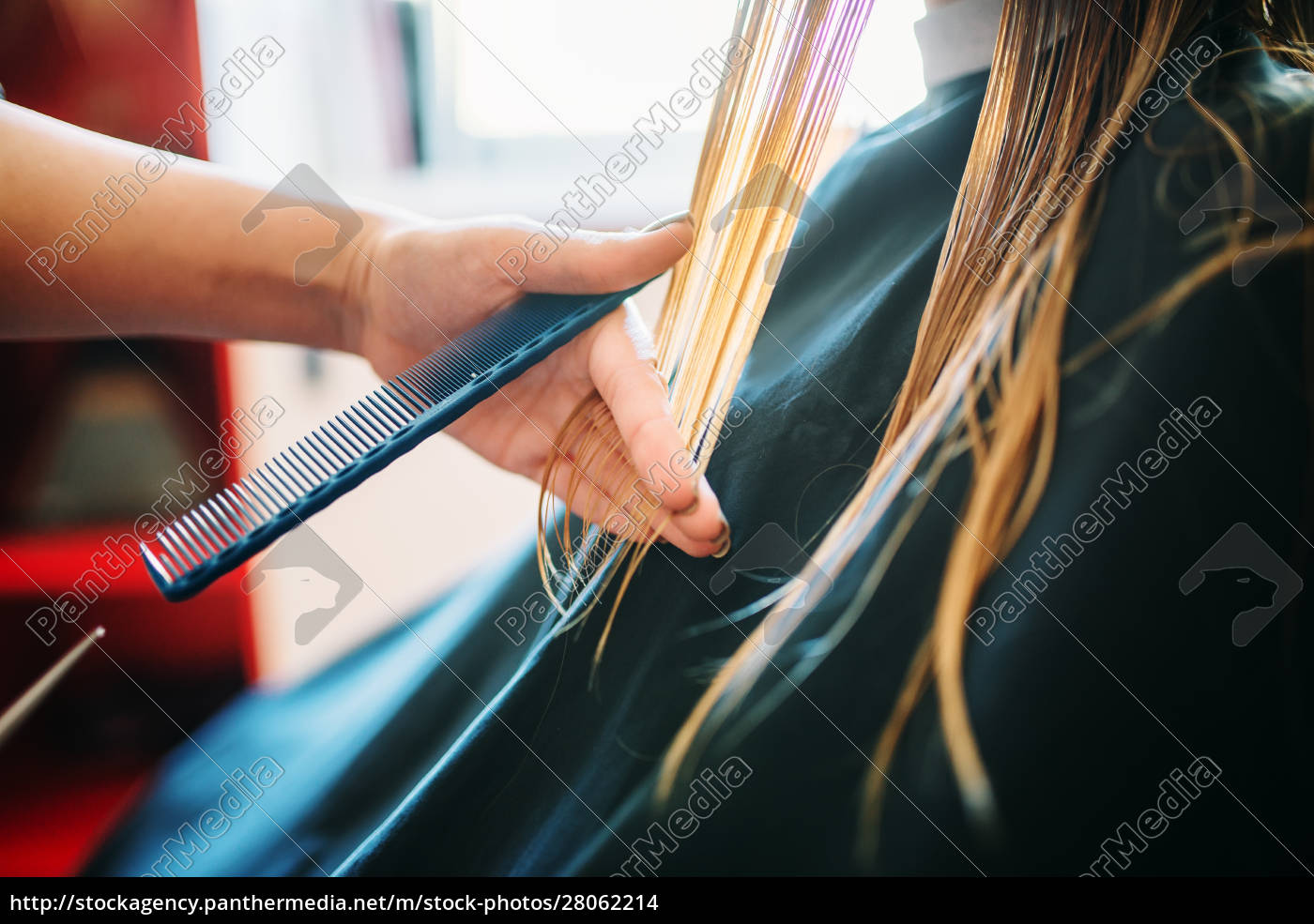 female, beautician, runs, the, comb, , hairdressing - 28062214