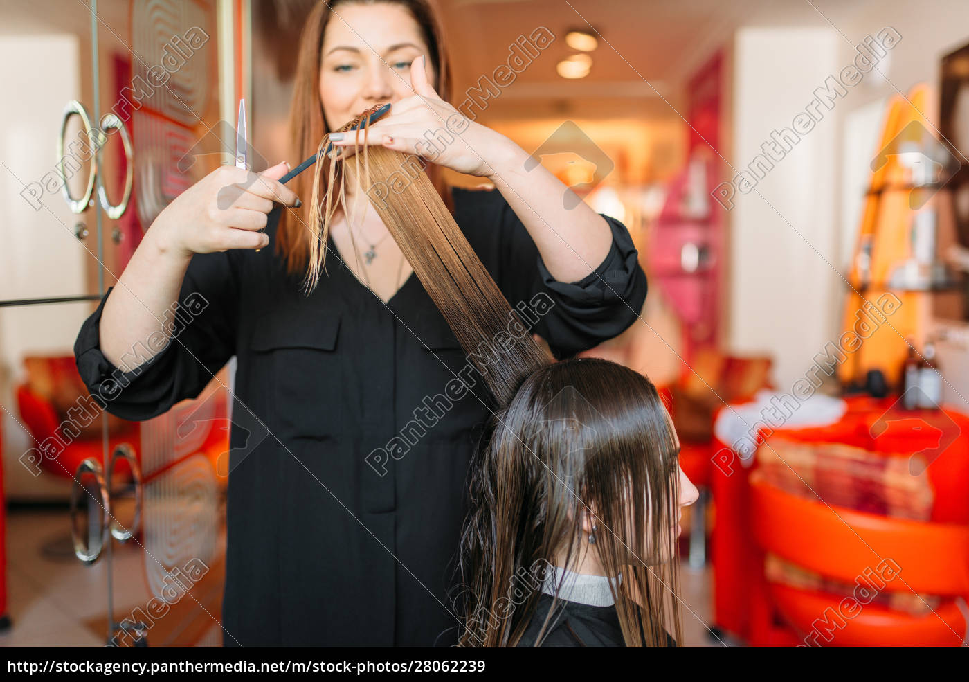 female, hairstylist, runs, the, comb, , hairdressing - 28062239