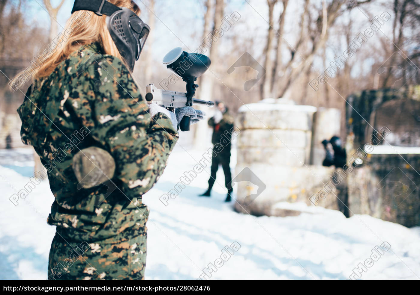 female, paintball, player, shooting, at, the - 28062476