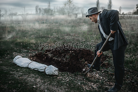 killer, is, digging, a, grave, for - 28062578
