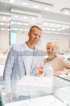 love, couple, choosing, wedding, rings, , jewellery - 28062666