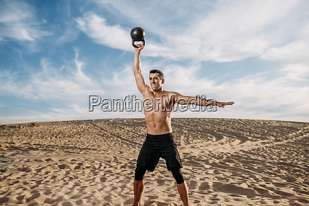 male, athlete, doing, exercise, with, weights - 28062167