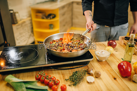 male, chef, cooking, meat, with, vetables - 28062563