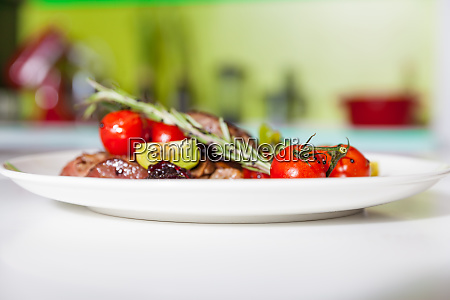 meat, dish, with, vegetables - 28062881