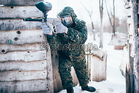 paintball, player, with, marker, gun, in - 28062627