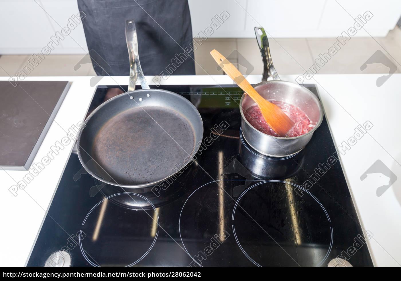 pan, and, pot, with, sauce - 28062042