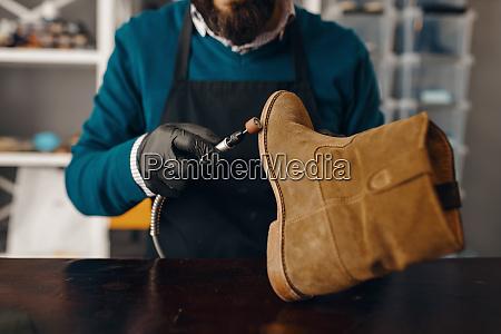 shoemaker, sharpens, the, shoe, sole, , footwear - 28062050
