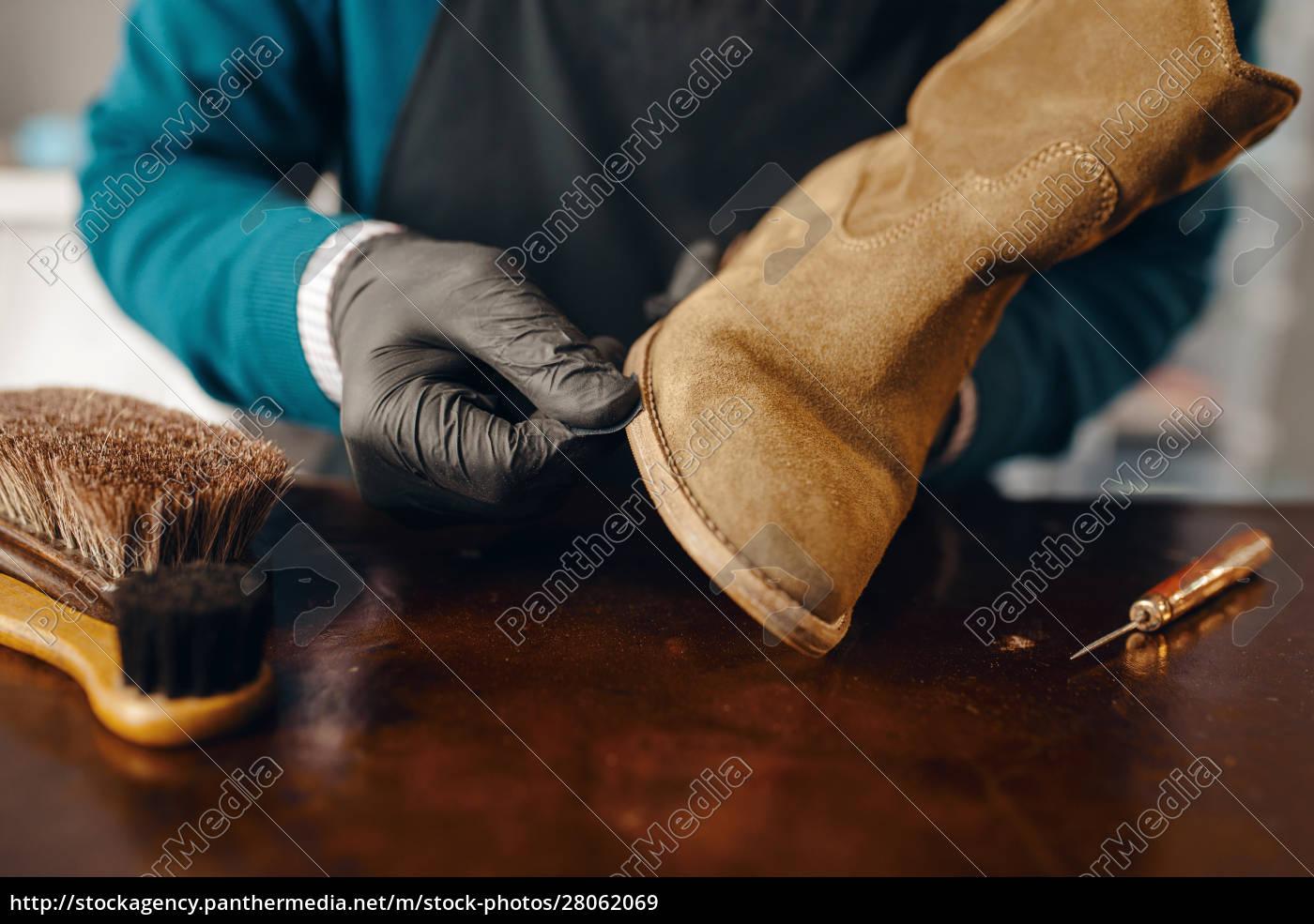 shoemaker, sharpens, the, shoe, sole, , footwear - 28062069