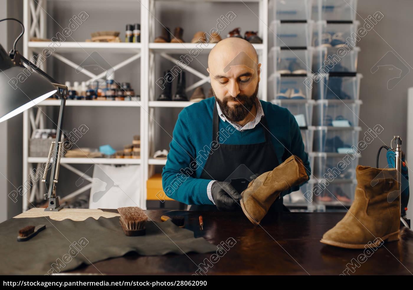shoemaker, sharpens, the, shoe, sole, , footwear - 28062090
