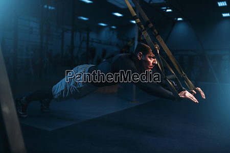 sportsman, on, training, endurance, workout, with, ropes - 28062196