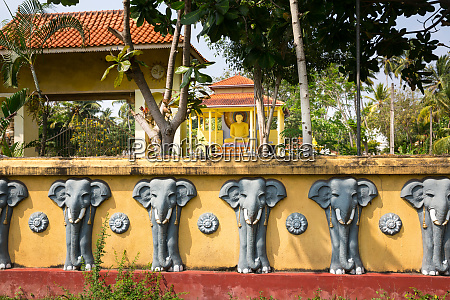 sri, lanka, attractions, , old, buddha, temple - 28062960
