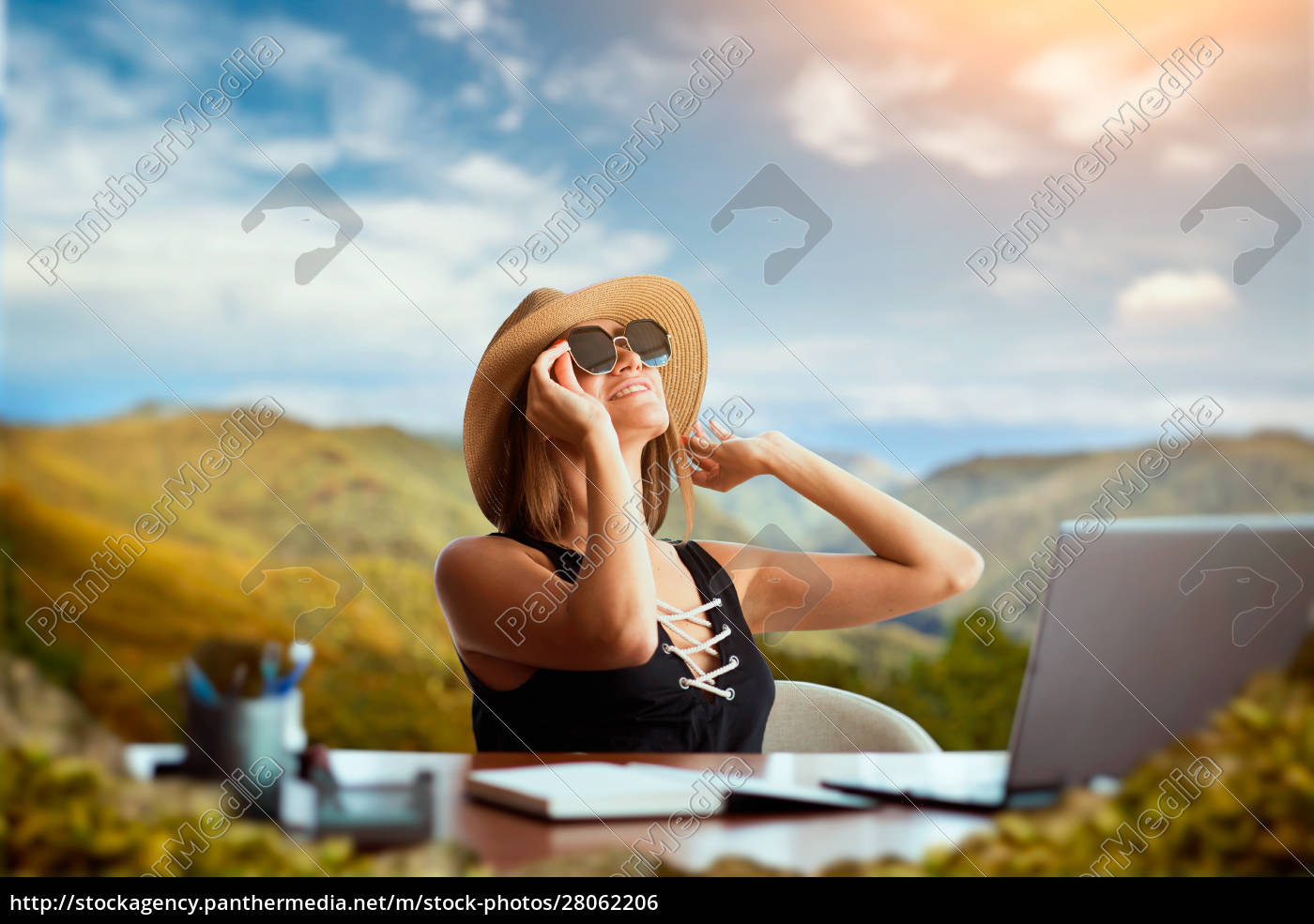 woman, at, office, table, thinking, about - 28062206