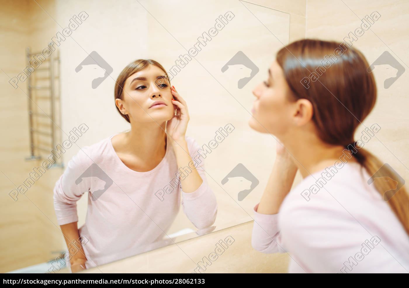 woman, looking, on, face, at, the - 28062133