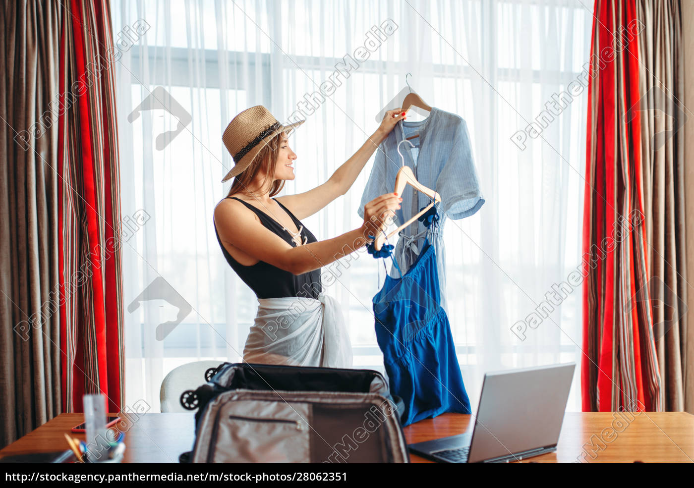 woman, selects, outfits, , thinking, about, voyage - 28062351