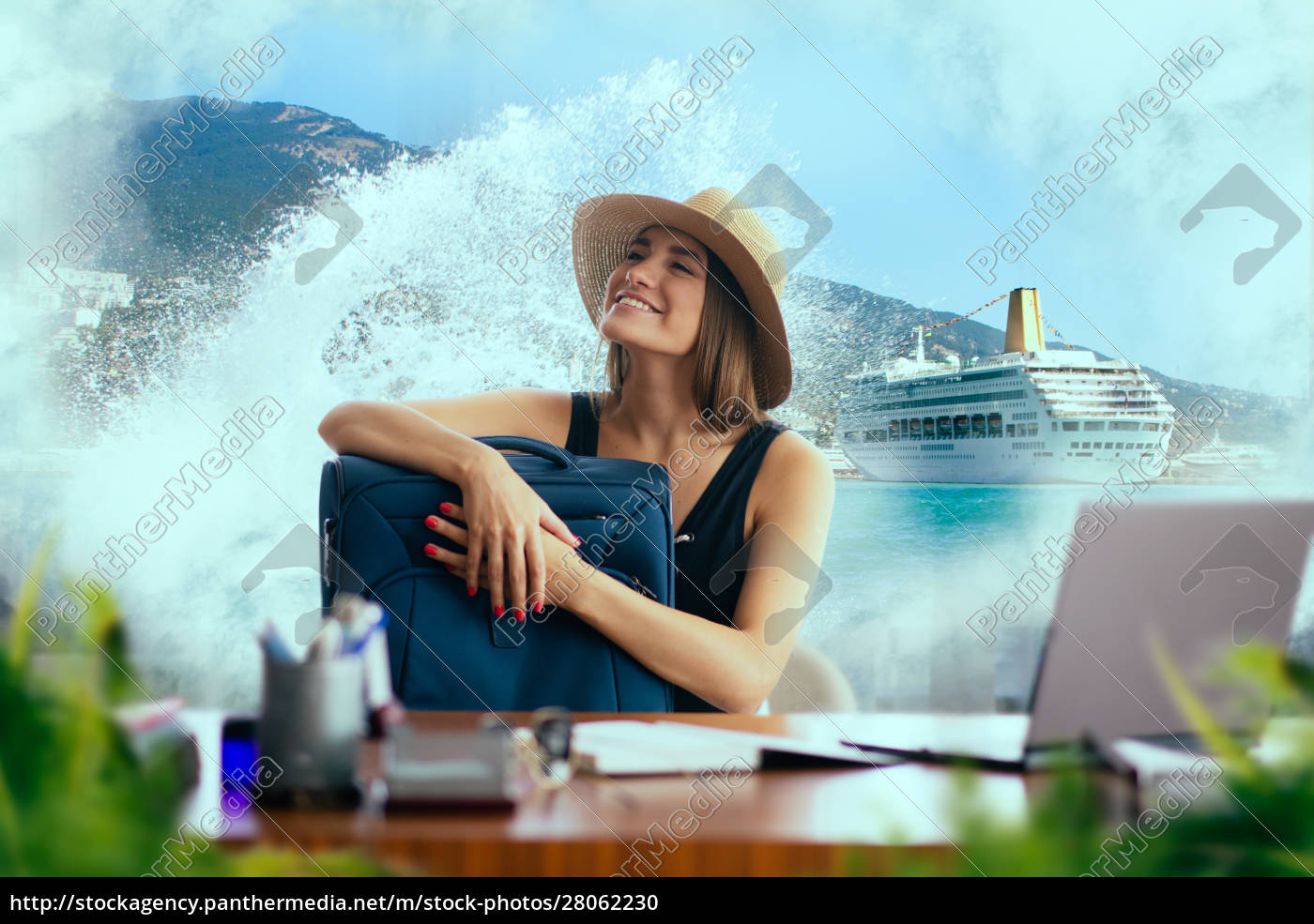 woman, with, suitcase, daydreaming, about, journey - 28062230