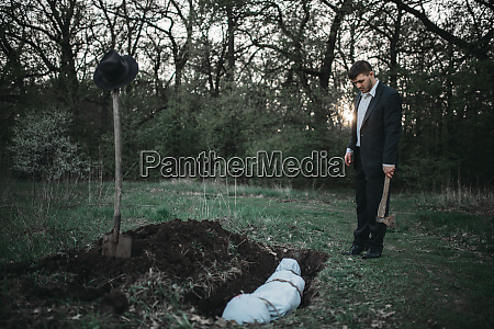 maniac against grave with victim crime
