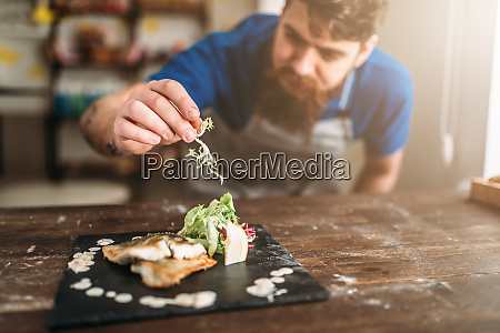 chef, decorate, with, vegetables, dish, of - 28063246