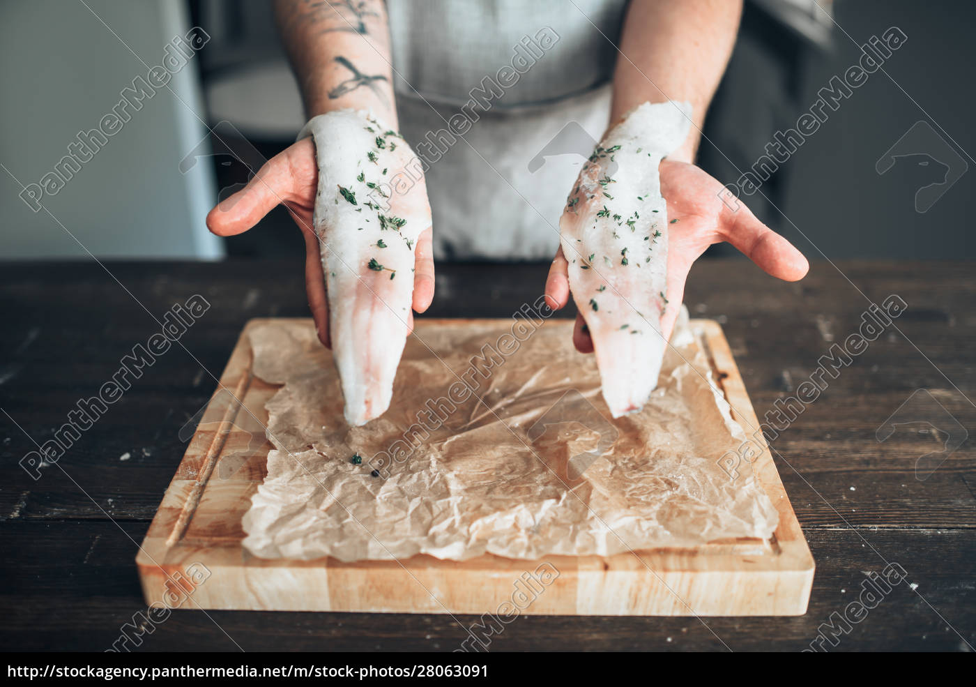 chef, hands, holds, raw, fish, slices - 28063091