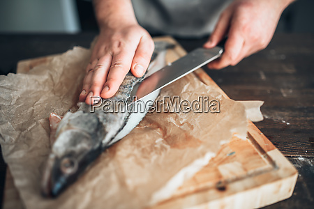 chef, hands, with, knife, cut, up - 28063023