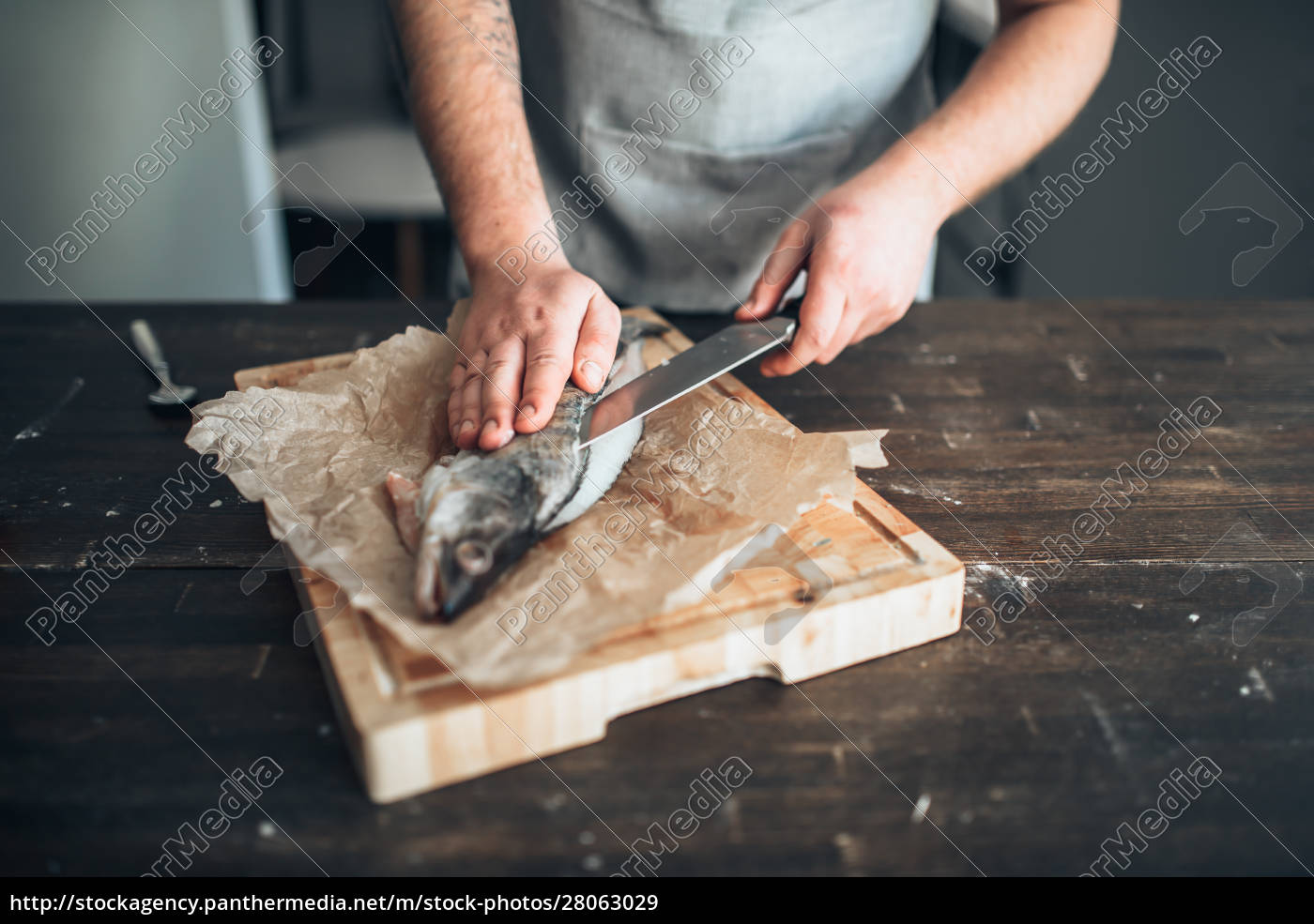 chef, hands, with, knife, cut, up - 28063029