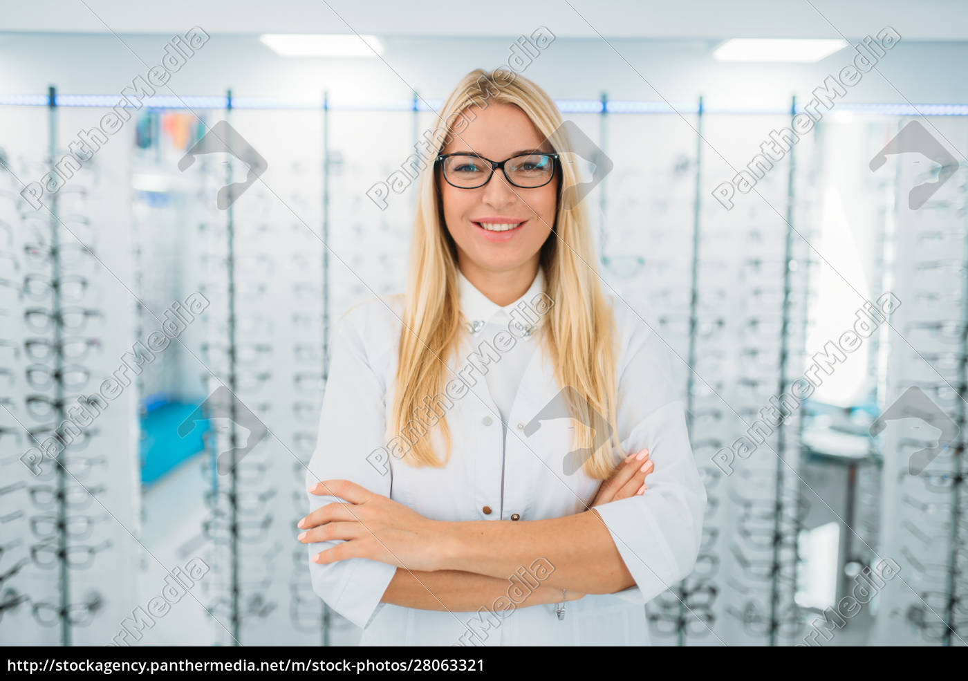 female, optometrist, against, showcase, with, glasses - 28063321