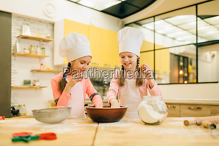little sisters cooks in caps cookies