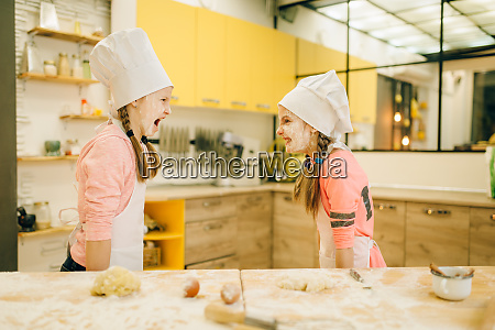 two, little, girls, chefs, are, plays - 28072340